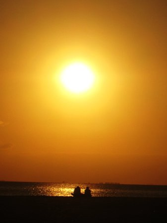 Captiva Adası, FL: couple at sunset Ft Myers Beach