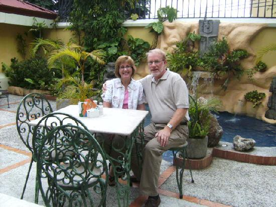 Hotel Don Carlos: The outdoor courtyard, where breakfast was served.
