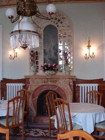 Hotel El Xalet: The fireplace in the dining room