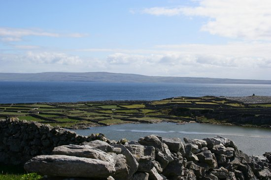 Doolin, Ierland: View of Co. Clare from Inisheer