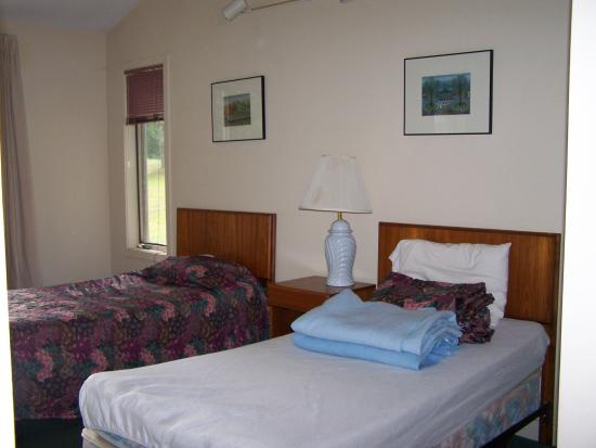 Cathedral Ledge Condominium Resort: Second Bedroom