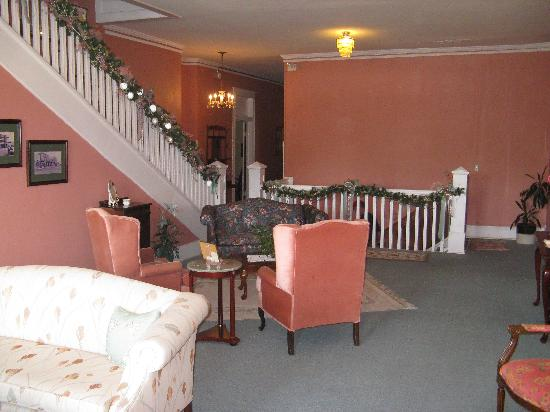Hotel Warm Springs Bed and Breakfast Inn: Guest Lounge area