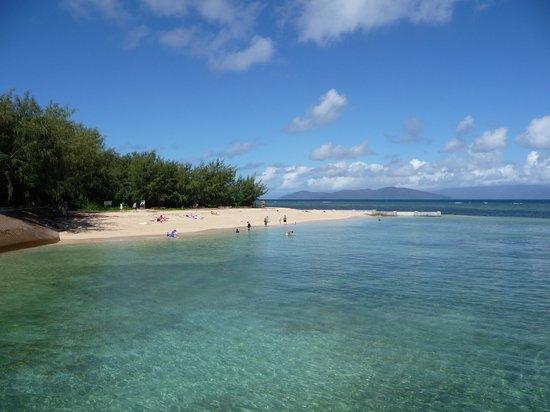Green Island Resort: One of the beaches