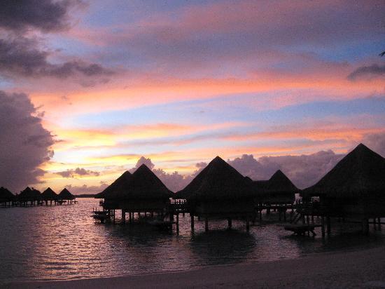 InterContinental Bora Bora Le Moana Resort: Sunrise