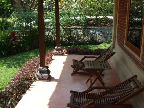 Puri Dajuma Cottages: The loungers for the room!