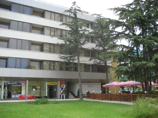 Bisser Holiday Apartments: Front view of apartments