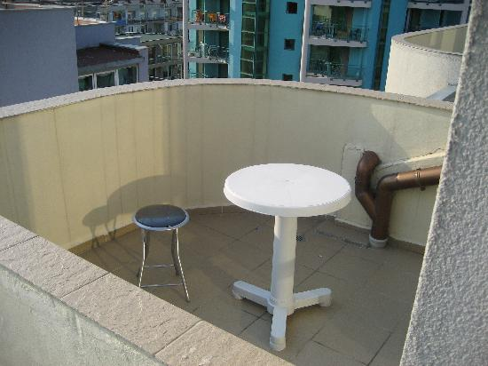 Bisser Holiday Apartments: Balcony