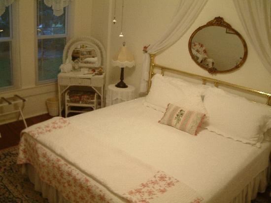 Cedar Key Bed and Breakfast: Honeymoon Cottage Bedroom