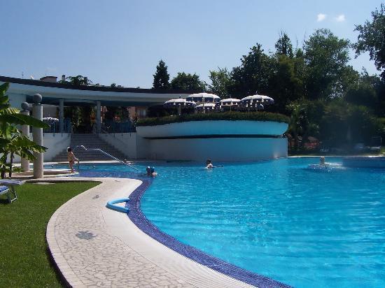 Abano h tel mioni pezzato grande piscine foto di hotel for Abano terme piscine