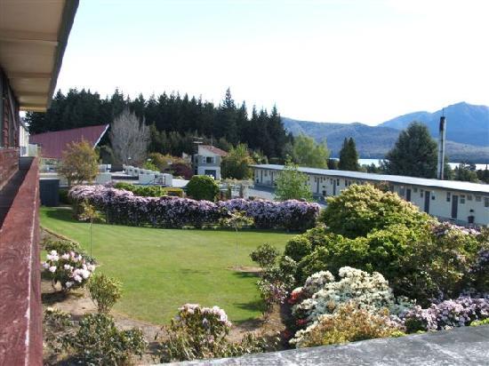 Fiordland Hotel/Motel: Gardens