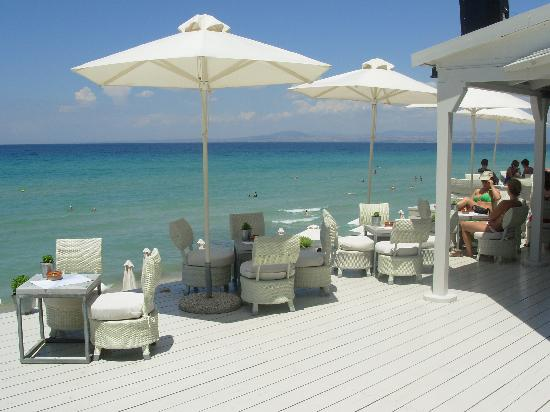 Sani Beach: An amazing beach bar