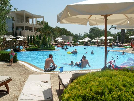 Sani Beach: Fab pool complex