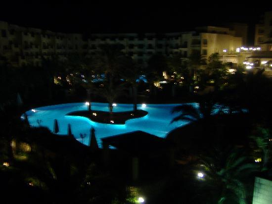 Kempinski Hotel San Lawrenz: Pool at night
