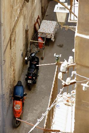 La Dimora del Genio : A French window from my room overlooked an alleywayt below.
