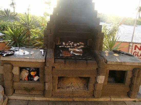 Suncoast Motel : awesome grill