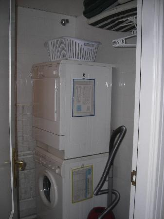 Marriott's Marbella Beach Resort: Washing Machine/Tumble Dryer
