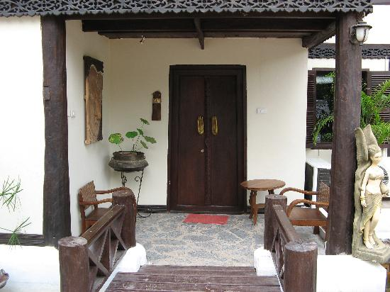 Ramayana Boutique Hotel: Front of Unit A2