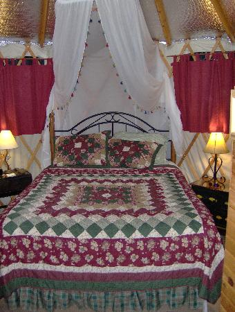 Cedar House Inn & Yurts: So Comfortable for sleeping with nature
