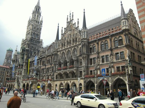 New Town Hall (Neus Rathaus): The Neus Rathaus on the Marienplatz