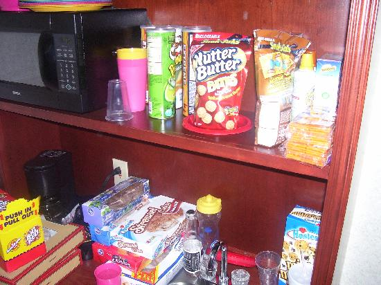 Santa's Lodge: Our Kitchenette area stocked with snacks
