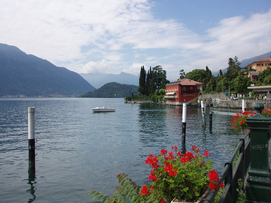 Cadenabbia di Griante, Italia: A walk along the Lakeside
