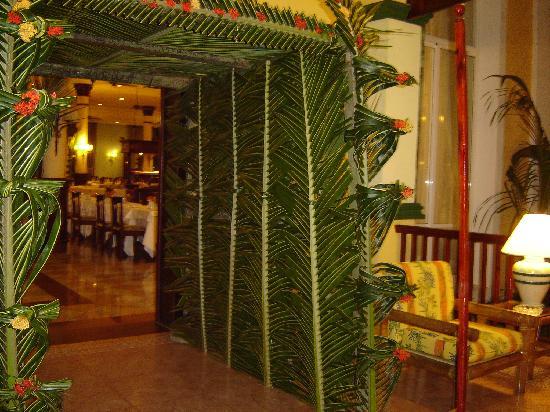 Hotel Riu Bambu: Entrada al comedor