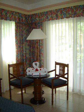 ClubHotel Riu Bambu: Arreglo en la habitacion