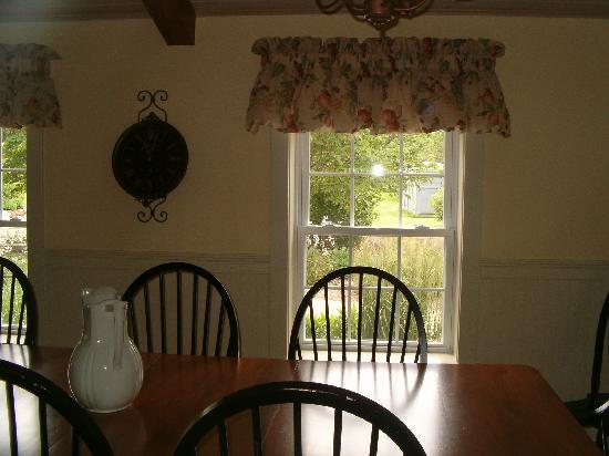 TimberCreek Bed & Breakfast : The breakfast room