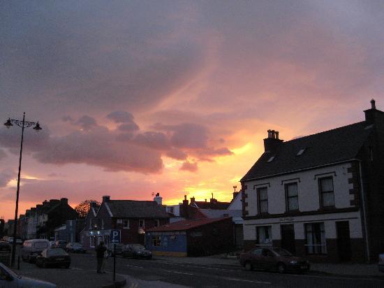 Dingle Harbour Lodge: Sunset in Dingle, 10 p.m.