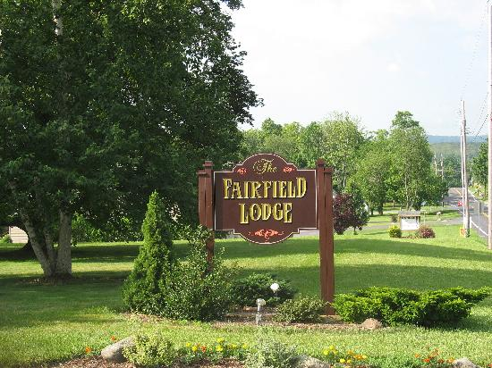 The Fairfield Lodge: The sign for Fairfield Lodge