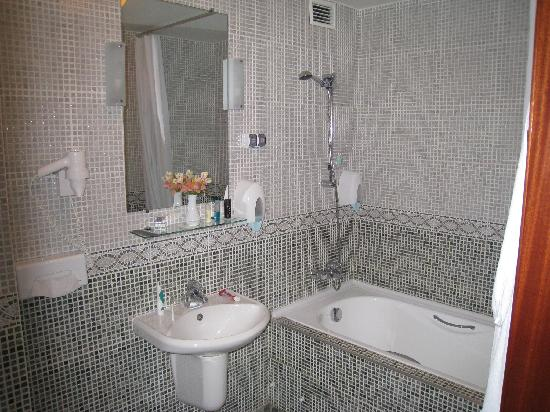 Chichikov Hotel: Bathroom