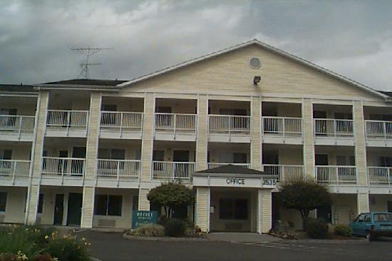 Crossland Economy Studios - Salem - North: front of hotel