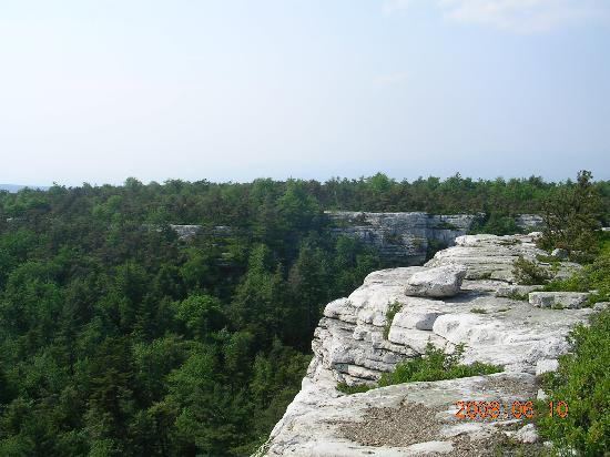 Whispering Pines Bed & Breakfast: Minnewaska State Park