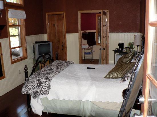 Elliott House Bed & Breakfast: Bedroom