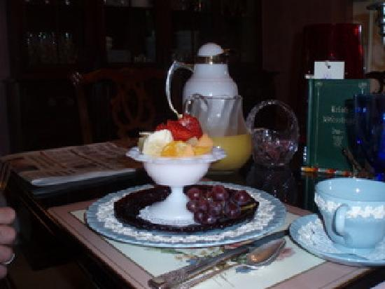 Classic Victorian Estate Inn: Breakfast fruit cup