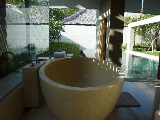 The Bale: The gorgeous bathtub