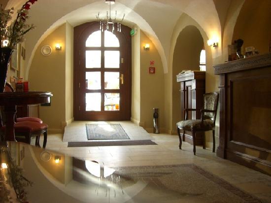 Hotel Rubinstein: Reception
