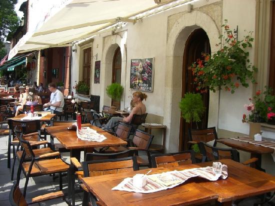Hotel Rubinstein: Front terrace