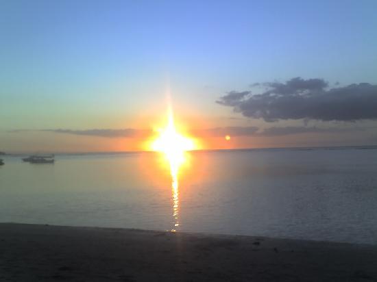 Le Palmiste Resort & Spa: tramonto spiaggia pubblica Trou aux Biches