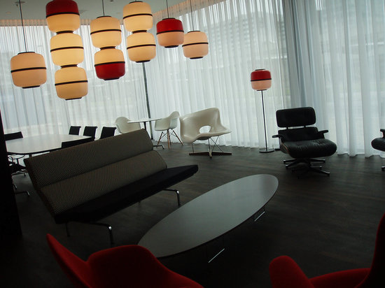 citizenM Schiphol Airport: lounge area