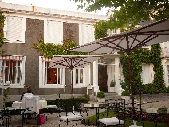 L'Hermitage: Terrace dining on summer nights
