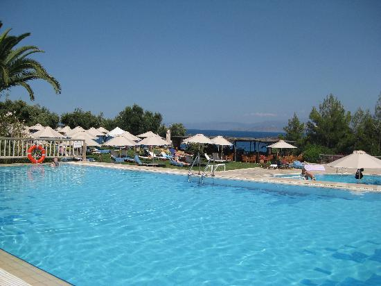 Pool im Candia Park Village