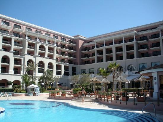 The Westin Dragonara Resort, Malta: Poolside View