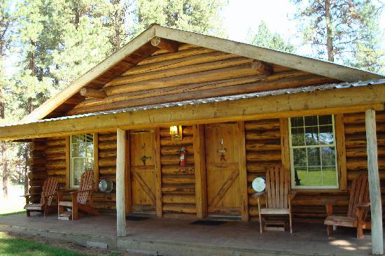 Double Arrow Resort: Typical duplex cabin