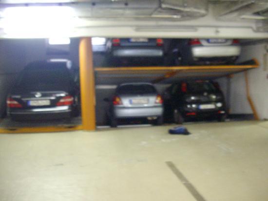 Hotel Stadt Waren: Carparking at Hotel