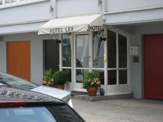 Hotel Lex garni im Gartenhof: Clean, quiet entrance