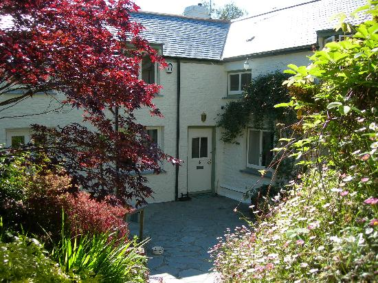 Tregye Farm House: Courtyard