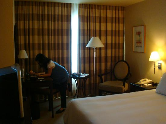 The Bellevue Manila: The room