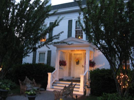 Wolfeboro, NH : Front view of the B & B