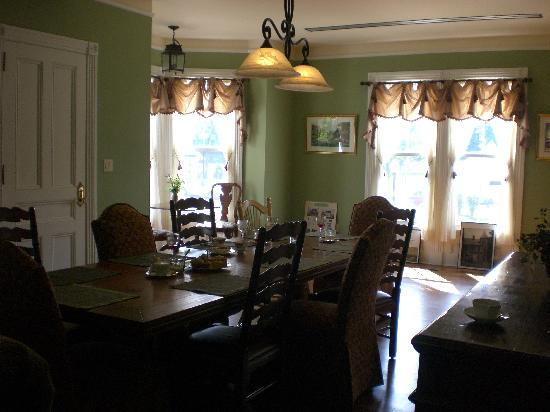 The Raritan Inn at Middle Valley: One of the two dining rooms - doesn't do it justice!